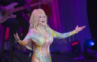 Dolly Parton Announces Biggest Tour in 25 Years