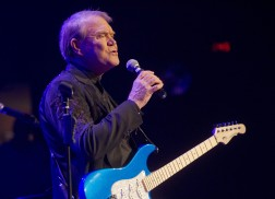 Blake Shelton, Toby Keith & More To Honor Glen Campbell at ACM Honors